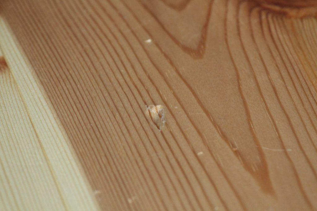 パイン材の床の傷 2